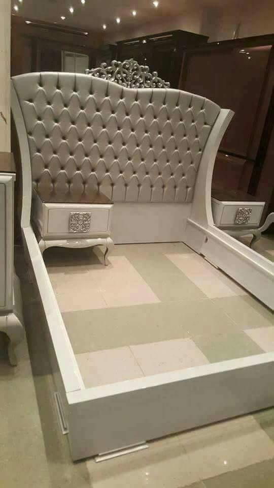 سرير غرفة نوم الملكة